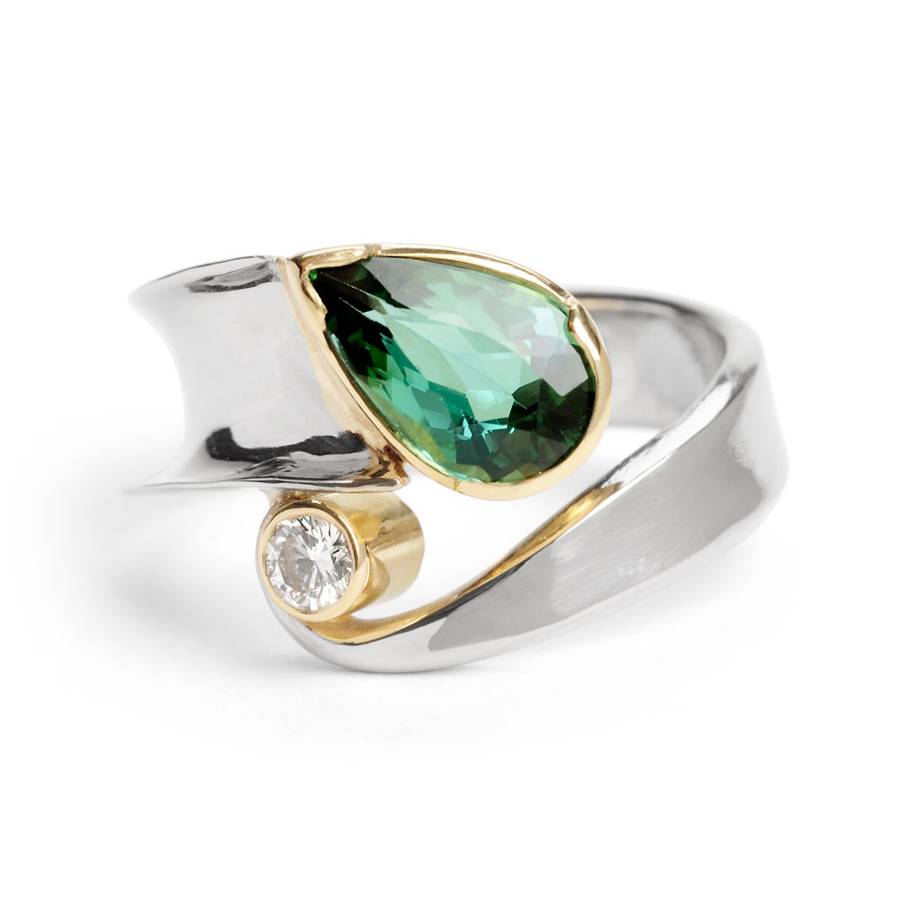 Raised & forged 18ct white and yellow gold ring with green tourmaline & 0.10ct diamond.
