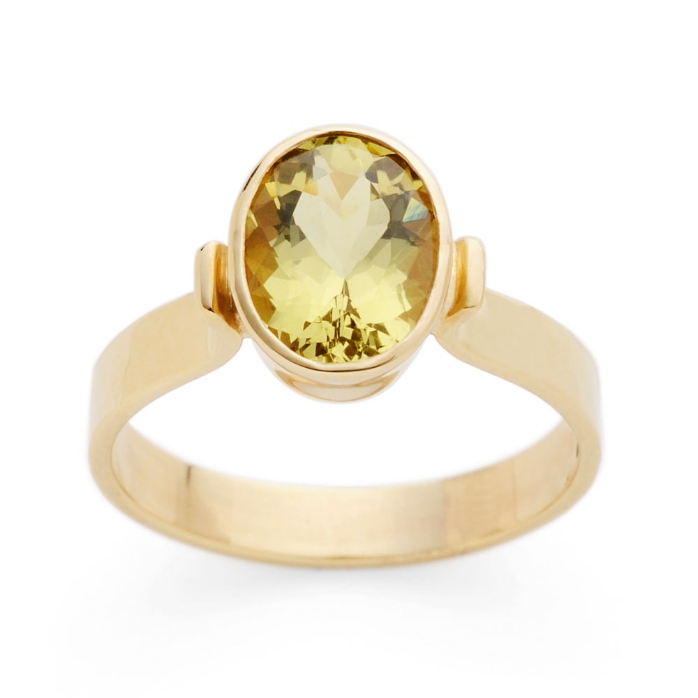 Ring with green beryl in 9ct yellow gold.