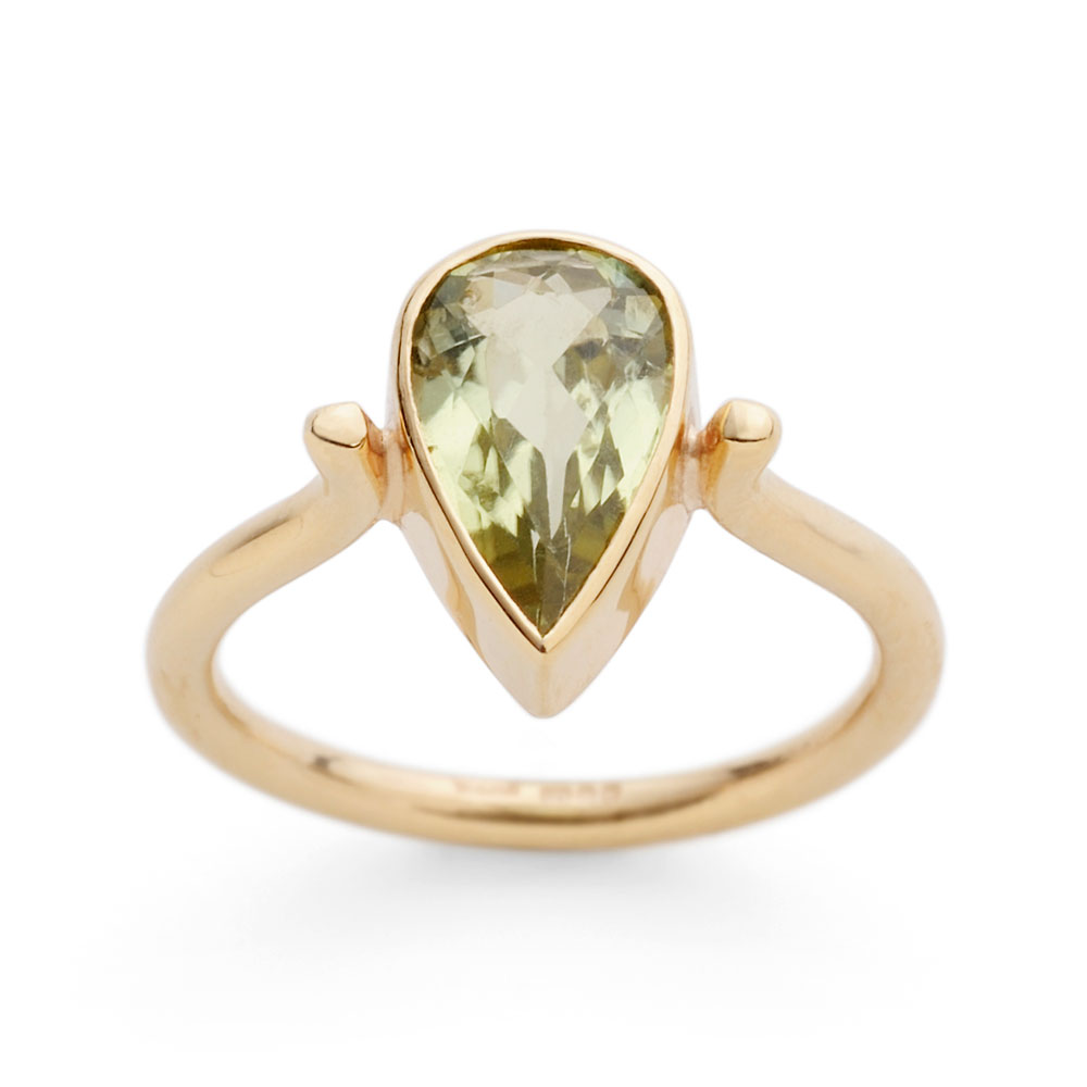 Ring with green tourmaline in 9ct yellow gold.